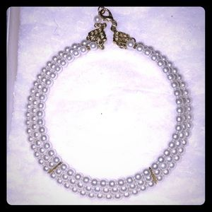 Jewelry - Very cute pearls choker necklace